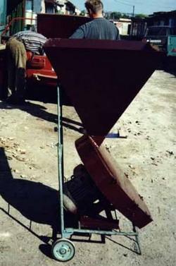 Измельчитель производительностью по зерну: 350кг/час