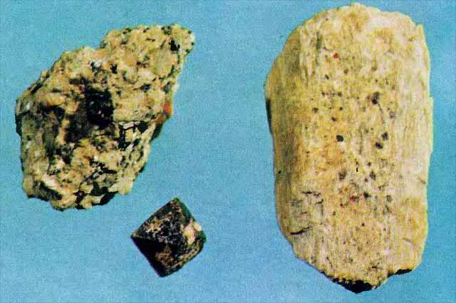 Пирохлор-микролит