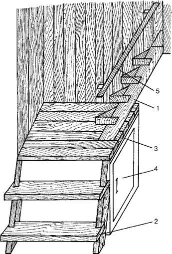 Частично срезанные ступени лестницы