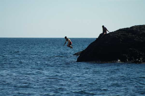 Новый Свет, Саша Свидловский прыгает на Царском Пляже