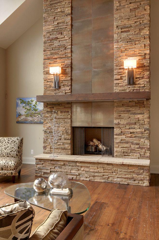Фото интерьера с камином и декоративным камнем