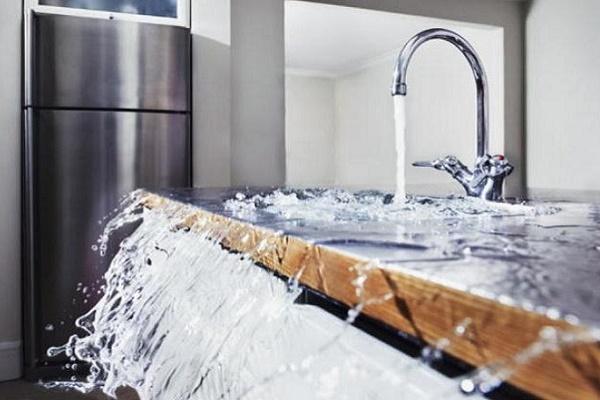 проблема: протечка воды, затопление соседей