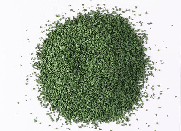 зеленый резиновый гранулят
